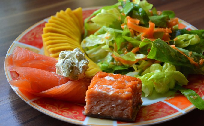 Cold Mango Salad with Salmon