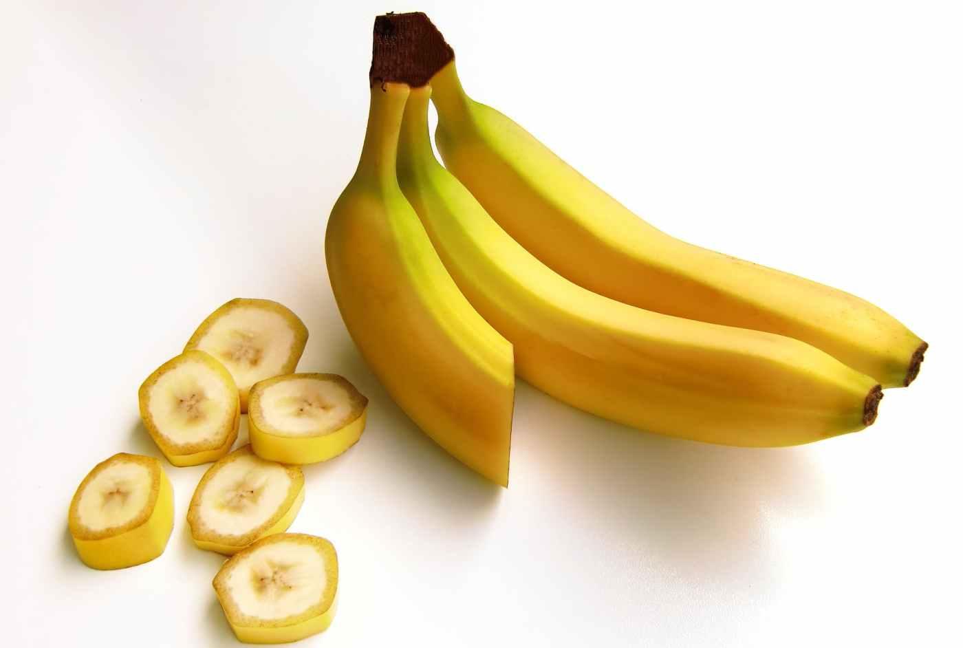 bananas-fruit-carbohydrates-sweet-38283.jpeg