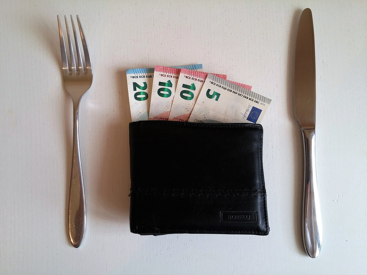 5 Simple Rules of Eating While On A Budget for Those Who Hate To Cook